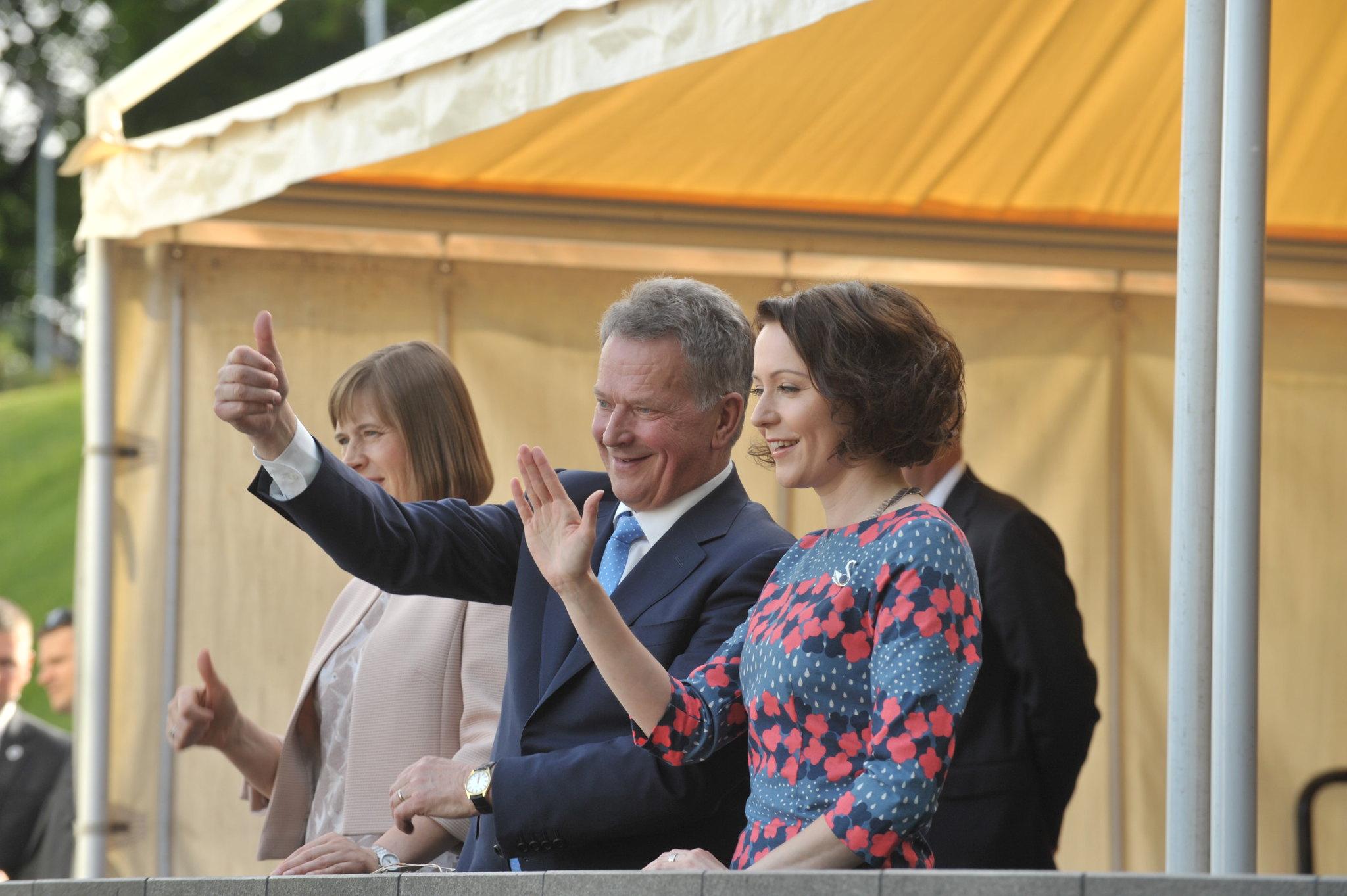 Kahden maan presidentit avasivat Suomi 100 -konsertin Tallinnassa