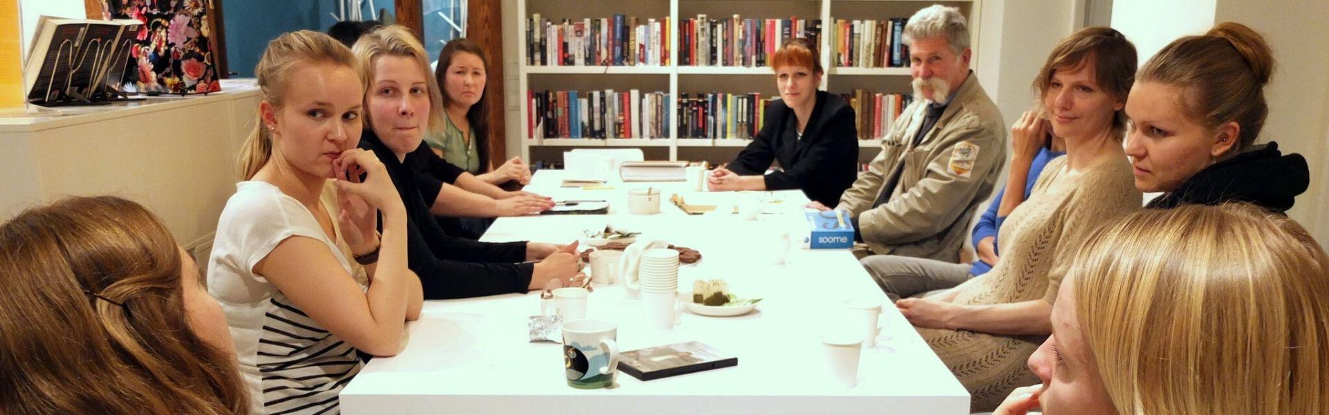 Vestlusring raamatukogus. Foto: Soome Instituut
