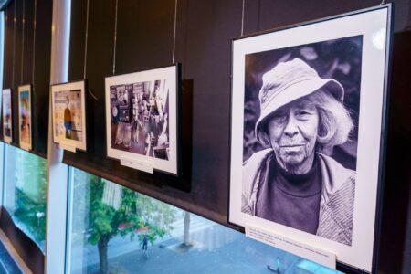 Tove Janssoni fotonäitusel näeb meeleolukaid kaadreid kunstniku elust