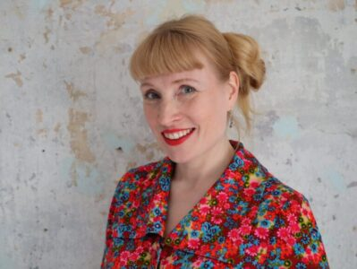 Heidi Iivari esitleb Prima Vistal kakskeelset esikluulekogu